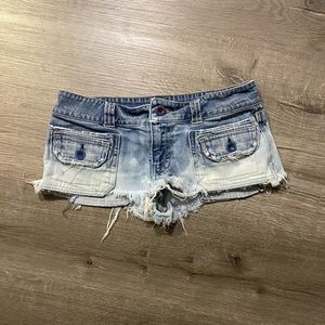 🍒American Eagle Custom Bleach dye booty shorts